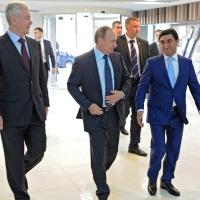 Год Нисанов: Чемодан налички, Вокзал, СИЗО