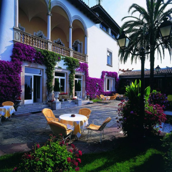 У подмосковного Постриганя нашелся испанский отель