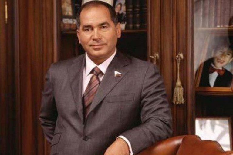 1 36 Фархад Ахмедов устроил кризис на рынке «стервятников»